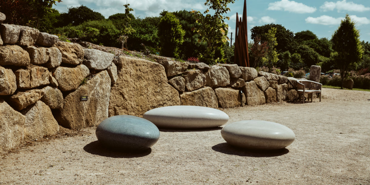 Pendeen Pebble Seats in black asymmetric, white oval, grey round